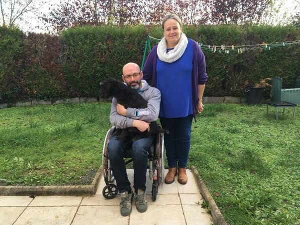 Appel aux dons - Un Loirétain écrit à Emmanuel Macron pour qu'il l'aide à obtenir une salle de bain adaptée à son handicap