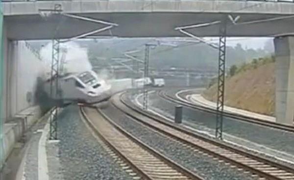 Déraillement de train en Espagne: la vidéo de l'accident