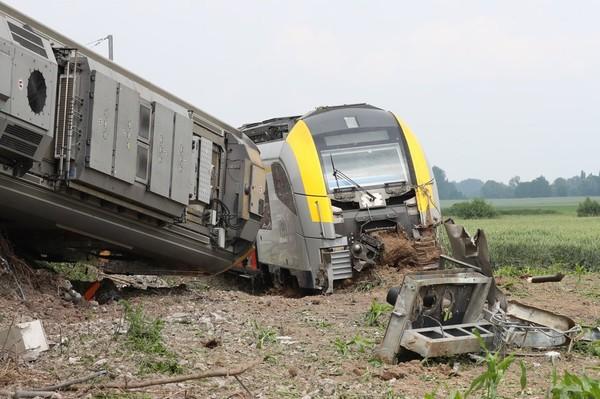 Un train vide déraille à Neufvilles (Soignies) : les services de secours envoyés en nombre