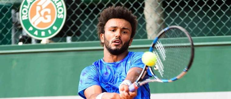 Roland-Garros 2017 : le tennisman français Maxime Hamou embrasse de force une journaliste en direct... (VIDÉO)