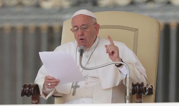 Le pape dénonce l'antisémitisme et l'athéisme - Dialogue interreligieux - La Vie