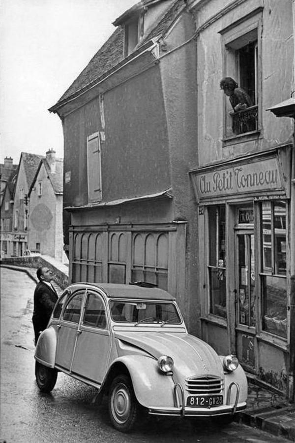 2 CV Au Petit Tonneau- Chartres 1968. Henri Cartier -Bresson | 2 CV deudeuch | Pinterest | Henri cartier bresson, Cartier and Magnum photos