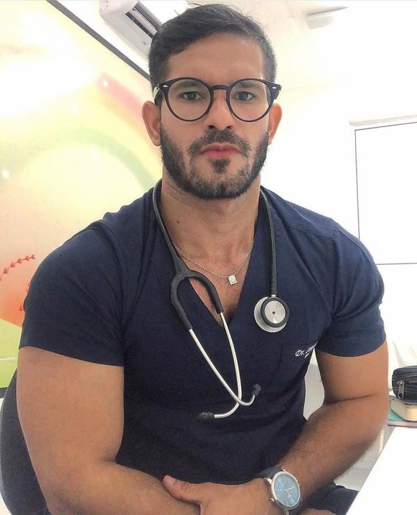 """Ibson Lyra on Instagram: """"Muito sério esse doutor!🤪😜👨🏽⚕️🌷🌷🌷🌷🌷🌷🌷🌷🌷🌷🌷🌷🌷🌷🌷🌷🌷 Bora trabalhar?! Tem coisa melhor?👨🏽⚕�..."""