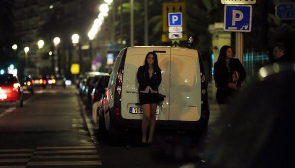 Drive-in du sexe : consommer les prostituées comme dans un fast-food, un problème moral