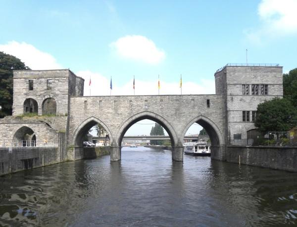 Revue Fluvial Grand gabarit Tournai veut élargir le trou du pont des Trous