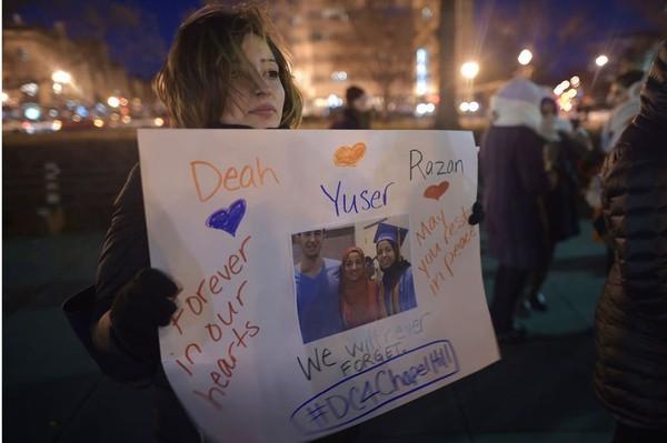 #ChapelHillShooting : soulèvement sur Twitter après le meurtre de trois étudiants musulmans aux États-Unis