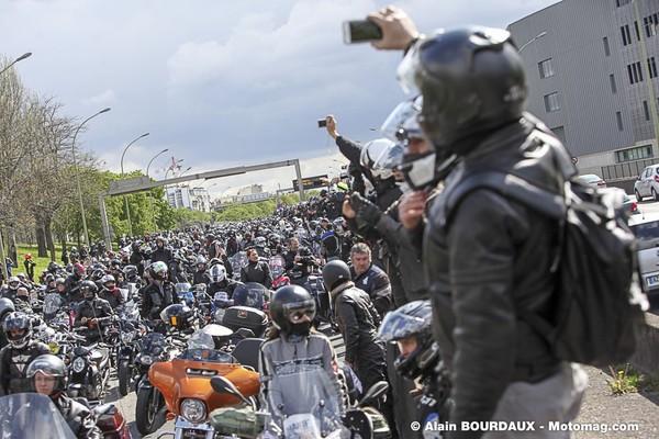 Paris : 10 000 motards rejettent contrôle technique et interdiction de circulation