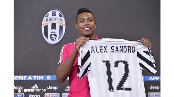 Chelsea battling to convince Alex Sandro to leave Juventus - Daily Soccer News