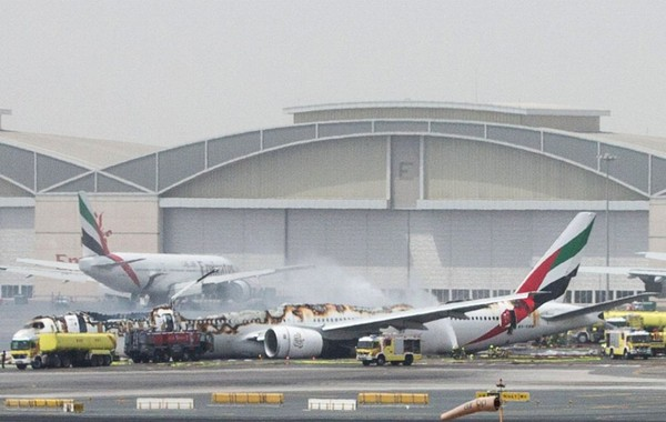 Dubaï : spectaculaire accident d'un avion d'Emirates, l'aéroport de nouveau opérationnel