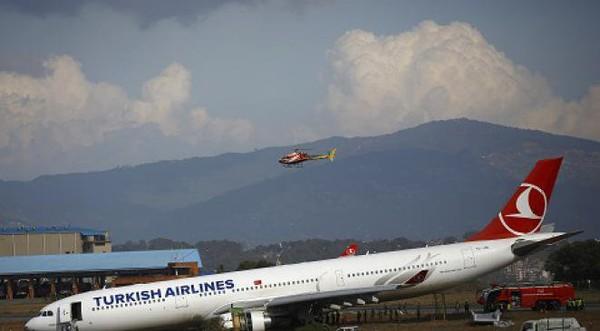 Sortie de piste spectaculaire d'un avion au Népal