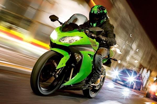 Kawasaki Ninja Bike Pictures Widescreen HD Wallpapers For Desktop