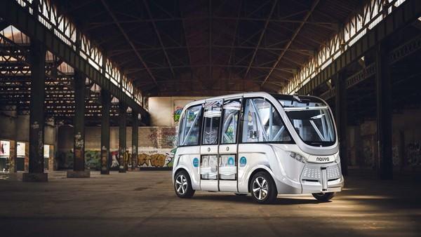 Les bus autonomes de Navya à La Défense : alors, ça donne quoi ? - Tech - Numerama