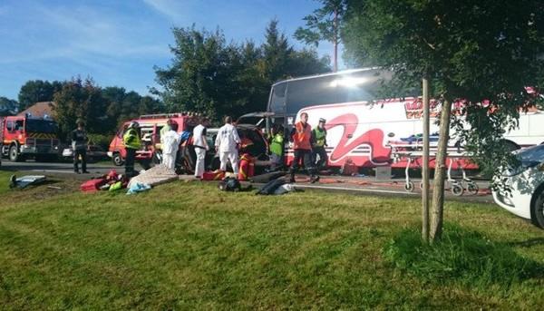 Saint-Denis-sur-Sarthon Collision avec un bus anglais, dans l'Orne. Nombreuses victimes, dont des enfants