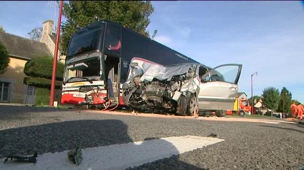 Collision entre un bus transportant des enfants et une voiture dans l'Orne - France 3 Basse-Normandie