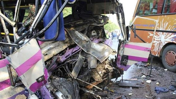 Huit morts dans la collision de deux cars en Ukraine
