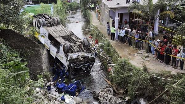 Dix-huit morts dans une collision en Indonésie