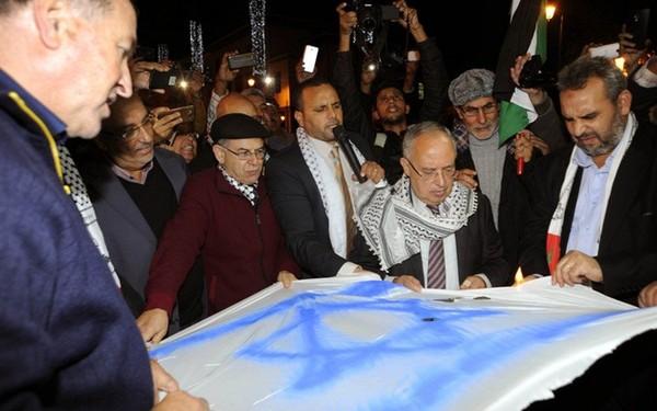 Manifestation à Rabat contre la présence du drapeau israélien à la COP22 à Marrakech