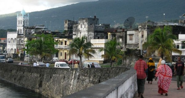 Comores : Le vase comorien est à ras bord