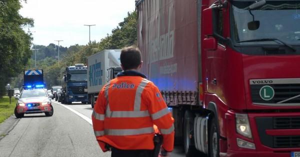 Namur: deux blessés dont un grave dans un accident impliquant un camion et deux voitures sur l'E411