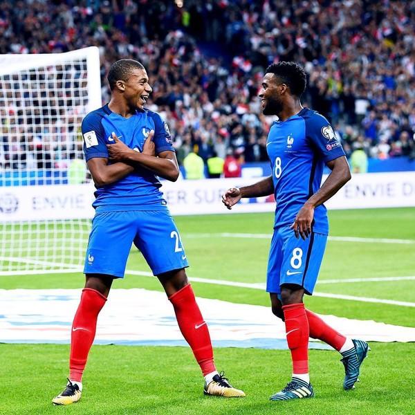 Instagram post by Equipe de France de Football • Sep 1, 2017 at 11:05am UTC