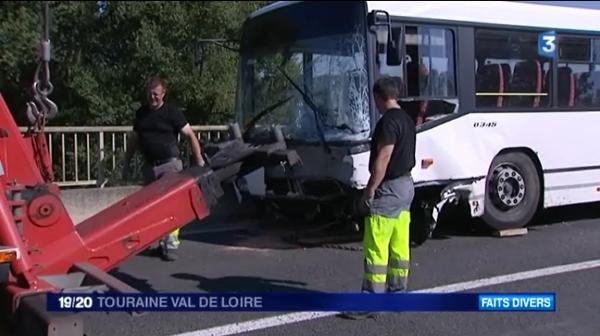 Collision avec un car scolaire à Amboise : le conducteur de la voiture décède - France 3 Centre