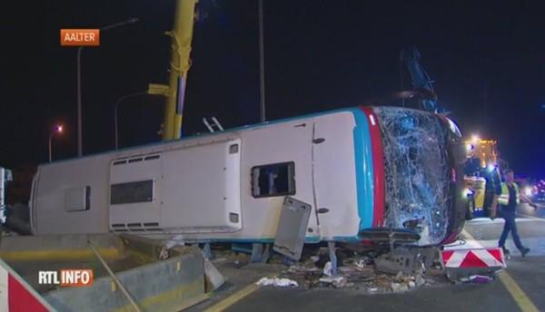 Grave accident de car sur la E40 en direction de la Côte: une vingtaine de blessés dont plusieurs dans un état grave