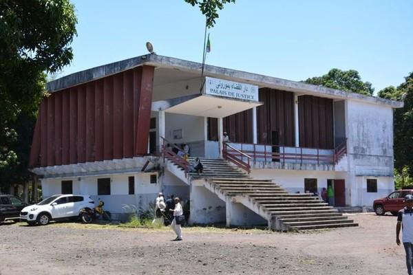 Une comorienne de 12 ans violée par plusieurs garçons à tour de rôle - Mayotte la 1ère