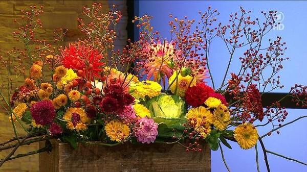 Strauß mit späten Blüten und Beeren - ARD-Buffet :: Kreativ