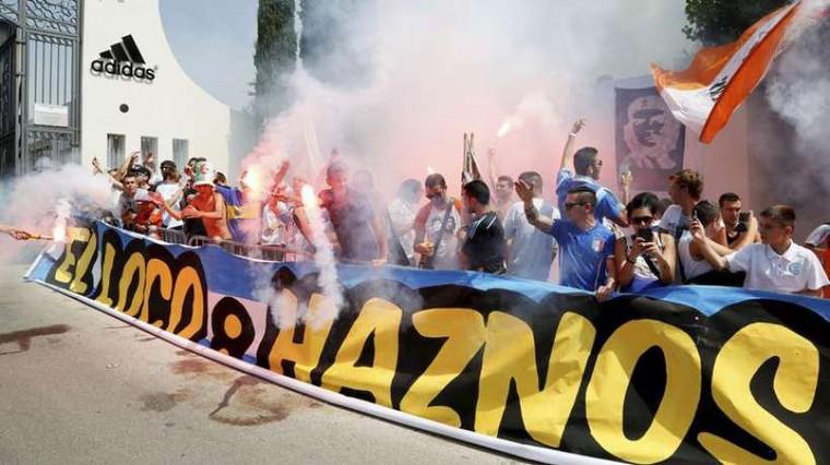 OM: les supporters mettent le feu au centre RLD pour l'arrivée de Bielsa!