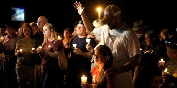 Au Texas, un homme ouvre le feu dans une église et fait au moins 26 morts