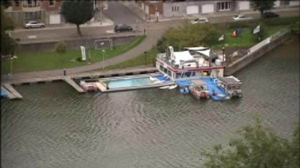 Namur : une piscine éphémère dans la Meuse - RTBF Regions