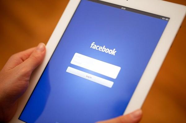 Facebook : les personnes n'ayant pas mis de filtre bleu-blanc-rouge sur leur photo de profil seront fichées S