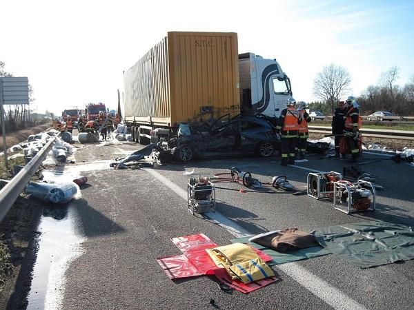 Update: Patru romani au murit intr-un accident produs in apropiere de Bordeaux
