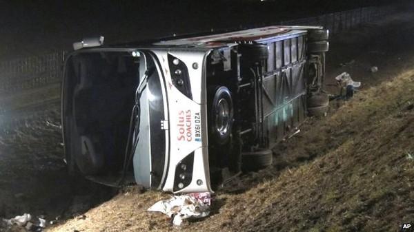 Teacher dies in school trip crash