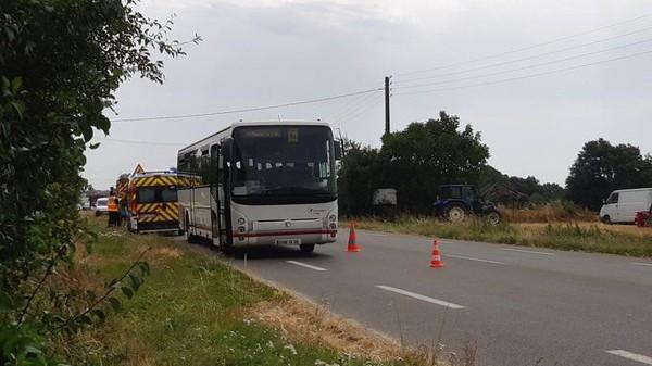 En Mayenne, une collision entre un car, transportant des enfants, et un tracteur