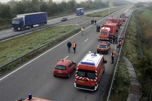 Un car transportant des personnes handicapées du Hainaut prend feu dans l'Isère: pas de blessé