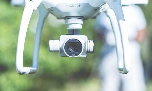 En Espagne, les forces de l'ordre surveillent le confinement grâce aux drones