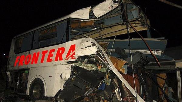 Mexique: collision meurtrière entre un bus et un train de marchandises.