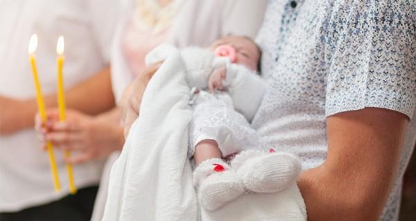 Pour faire baptiser mon enfant, comment je m'y prends ?