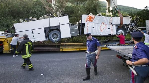 Accident d'autocar en Italie : le parquet ouvre une enquête | Radio-Canada.ca