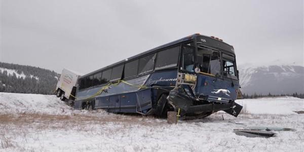 Plusieurs blessés dans un accident d'autocar en Alberta