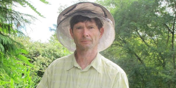 Portrait: Gilles Fert, le Béarnais qui défend les abeilles à travers le monde