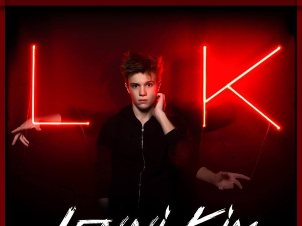 """Lenni-Kim : """"C'était un honneur de travailler avec Patrick Fiori dans The Voice Kids"""" (Interview)"""