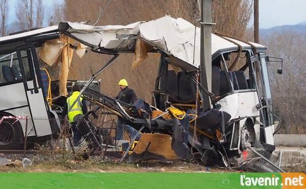 PHOTOS & VIDÉOS | Dramatique accident entre un bus scolaire et un train en France: le bilan revu à la baisse, quatre enfants décédés