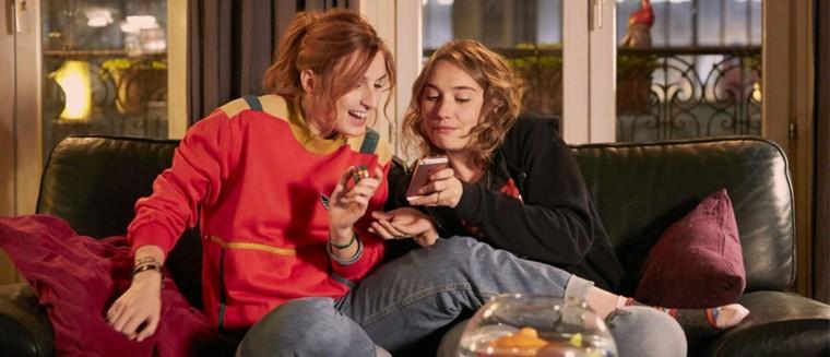Loue-Moi ! : Déborah François et Alison Wheeler dans un Alibi.com au féminin ! (VIDEO)