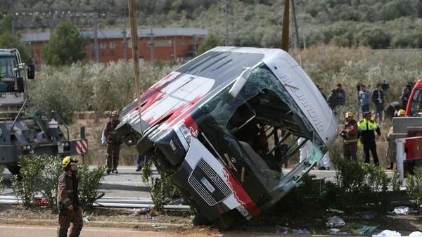Accident de bus en Espagne: un manque d'attention du chauffeur pourrait être la cause