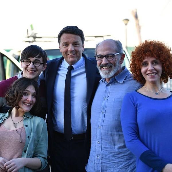 """Matteo Renzi on Instagram: """"L'altro giorno a #Bitonto ci siamo fermati per girare l'ultima scena dello spot del Pd. Bravissimi gli attori, bravissimo il regista. Vi è…"""""""