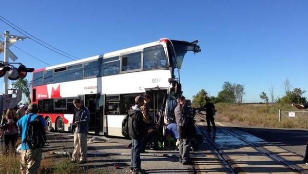 Une collision entre un train et un bus à Ottawa fait au moins cinq morts