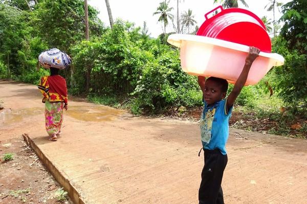Sans eau depuis mi-décembre, les habitants de Mayotte sont à bout de nerfs
