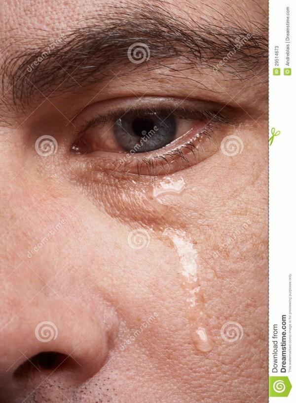 Homme pleurant